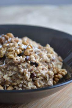Voel je verliefd! Een kokos & chocolade havermout ontbijtje om van te smullen... Vind hier een makkelijk en snel recept!