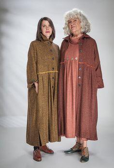 Зимние пальто Кнопка в шерсти / шелка смешивать £ 405 (Горчица Флек и Паприка Флек).
