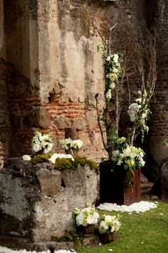 A rustic, romantic and intimate destination wedding in Guatemala. The bride wore an incredible, champagne Amsale wedding dress. Photos by Davina + Daniel Tikal, Trendy Wedding, Rustic Wedding, Guatemala Wedding, Destination Wedding Decor, Mint Bridesmaid Dresses, Wedding Ceremony Backdrop, Geometric Wedding, Bridal Musings