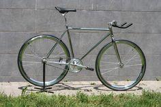 -40mm-es+peremmel-iparicsapágyas+agyakkal++Bármilyen+alkatrés+színe+variálható-530-as++krómozott+vázméretbenEz+a+kerékpár+egy+sport+eszköz,+velodrom+pályára++ajánlott!++Ebben++++formában...