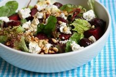 Zomerse rucola-bieten-geitenkaas salade - Favoriete Recepten - Nieuws - Lifestyle - GLAMOUR Nederland