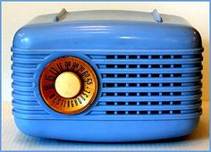 A lovely vintage baby blue AM tube radio made by Westinghouse Canada from 1948 to 1950. Moulded from Plaskon which is more translucent than bakelite, the Personality model 501 radio was designed to function resting on any side.