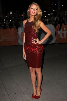 Im obsessed with Blake Lively's style. I want EVERYTHING she wears. Especially this chanel dress. Perfection.