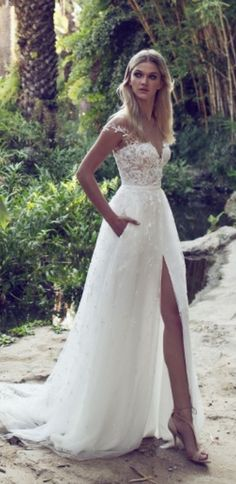 White wedding dress. All brides want to find themselves having the most appropriate wedding, but for this they need the perfect wedding dress, with the bridesmaid's dresses enhancing the wedding brides dress. The following are a few tips on wedding dresses.