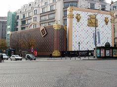 Louis Vuitton Store Front - I wanna go inside that purse!