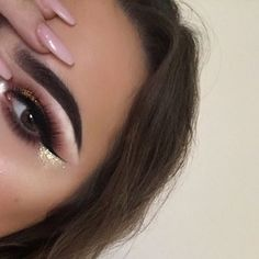 Still don't know what to call this Deets- #anastasiabeverlyhills dipbrow medium brown #nyx face and body glitter in gold & matte liquid liner @kashalashes dazzling
