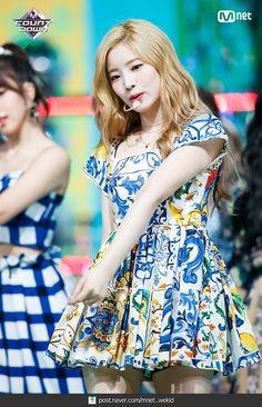 180719 엠카운트다운 트와이스 - Dance The Night Away 현장포토 : 네이버 포스트 Nayeon, South Korean Girls, Korean Girl Groups, Korean Tv Shows, Twice Jyp, Twice Dahyun, K Pop Music, Kpop, Stage Outfits