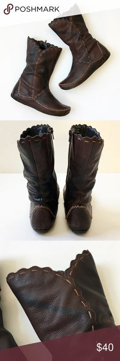 Hush Puppies Leather Moccasin Style Low Calf Boot More details to be added soon. Priced with issues, structur's in good condition, Leather shows wear in areas and discoloration. Hush Puppies Shoes Winter & Rain Boots