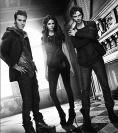 Fique por dentro de várias novidades que vão acontecer em VAMPIRE DIARIES, quando a série voltar dessa pausa de fim de ano: http://www.minhaserie.com.br/novidades/9835-varios-spoilers-dos-proximos-episodios-de-vampire-diaries