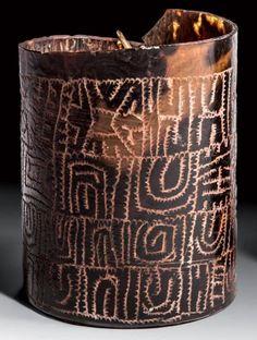 Papua New Guinea | Bracelet from the Sepik region | Tortoiseshell, rattan and plant fiber | 520 € ~ Sold