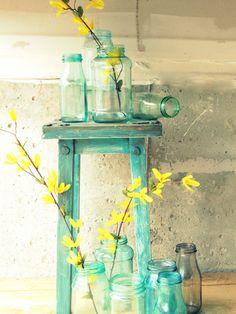 fake it vintage - Mason Blue Glass Canning Jar DIY tutorial Blue Mason Jars, Bottles And Jars, Glass Bottles, Liquor Bottles, Deco Pastel, Deco Floral, Table Verte, Canning Jars, Mellow Yellow