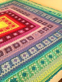 crochet granny square design Ravelry: Wendy Blanket pattern by Wendy de Haas - Grannies Crochet, Crochet Quilt, Crochet Squares, Crochet Home, Crochet Crafts, Crochet Baby, Crochet Projects, Knit Crochet, Granny Squares