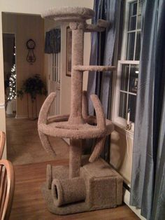Star Trek Cat Tree For Trekkies With Cats. For amazingly spoilt Trekkie cats and their crazy Trekkie owners Star Trek, Crazy Cat Lady, Crazy Cats, Cat Towers, Cat Condo, Cat Room, Pet Furniture, Furniture Ideas, Furniture Design