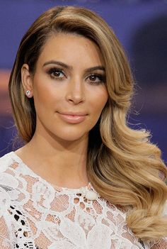 love Kim's new look! I want Kim's hair but in brown or black well my hair color. It's so pretty ombre would be perfect for that hair style