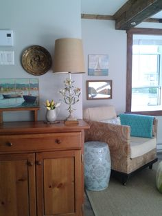 View of my living room: tole lamp, nautical painting and a whole lot of second-hand finds! Nautical Painting, My Living Room, Entryway Tables, Cottage, Furniture, Home Decor, Bonheur, Home, Decoration Home