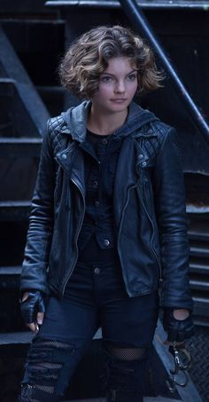 Watching Gotham the other day, I realized this was my hair goal. Short permed bob. Just gotta let this pixie grow, grow, grow! [Selina Kyle in Gotham (Camren Bicondova)]