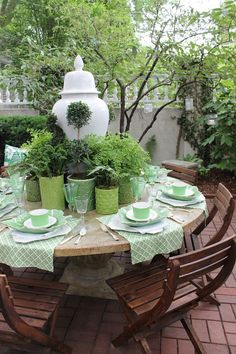 Alfresco dining, use potted plants as table decor. the enchanted home: setting the perfect summer table. Outdoor Rooms, Outdoor Dining, Outdoor Gardens, Outdoor Furniture Sets, Outdoor Decor, Patio Dining, Patio Table, Modern Furniture, Furniture Design