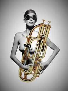 FCB15S. Saxo Girl