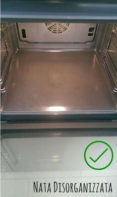 il forno è spledente, grazie ad acqua e bicarbonato Guter Rat, Ideas Para Organizar, Desperate Housewives, Home Safes, Fresh And Clean, Natural Cleaning Products, Housewife, Healthy Tips, Homemaking