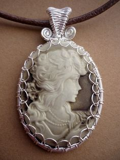 Various Beautiful Wire wrapped necklaces and earring tutorials.