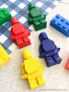 Jan 2019 - A simple DIY tutorial on how to make your own lego crayons. These are perfect for using broken crayons and even great for Lego party favors! Making Crayons, Diy Crayons, Broken Crayons, Lego Party Favors, Lego Birthday Party, Party Games, Birthday Ideas, Paw Patrol Gifts, Lego Candy