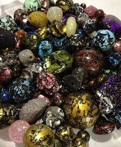 Rickis 100 grams of Mixed Acrylic Glitter Beads: http://www.outbid.com/auctions/13836-no-worries-bazaar-leave-your-troubles-behind-6#31-5/15/13-6:30pmMST