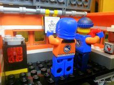 LEGO  Arctic set 60035 review - mobile laboratory