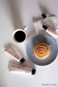 As manhãs de inverno ficam mais doces com uma rotina elogiada em todo mundo que confere 11 benefícios à sua pele em apenas 4 produtos.