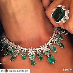 Diamond and emerald parure: a gorgeous necklace and ring for very special women…