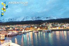 Ushuaia es la ciudad más cercana a la Antártida. La gente ve en cruceros y jugar deportes de invierno