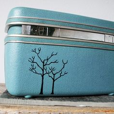 I can totally remember my grandparents having this kind of luggage, and admiring it way back when. #agteam