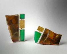 Regine Schwarzer. Brooch: Untitled, 2007. Jasperoid chrysoprase, sterling silver, 24ct gold.