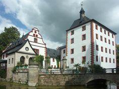 Das ehemalige Rittergut mit Schloss Kochberg liegt in Südthüringen, in Großkochberg, in der Nähe von Rudolstadt.