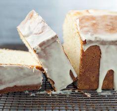El glaseado es ideal cuando no quieres poner una capa de betún en tu pastel o panqué pero quieres que se vea delicioso y elegante.