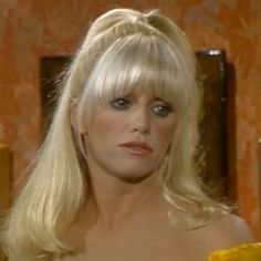 I was watching Three's Company, and realized that Chrissy had awesome half-moon bangs. Half Moon Bangs, My Hairstyle, Cool Hairstyles, Ann Jillian, Chrissy Snow, Suzanne Somers, Three's Company, Online Photo Gallery, Classic Beauty
