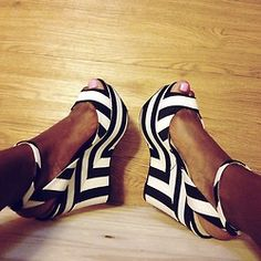 <3 Something about black and white stripes!