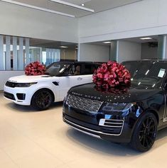 Black or White Range Rover?🤔😍 Leave a comment⬇️ Tag a friend🔥 . Range Rovers, Range Rover Evoque, Millionaire Lifestyle, Luxury Lifestyle, Rich Lifestyle, My Dream Car, Dream Cars, Bmw I8, Srt8 Jeep