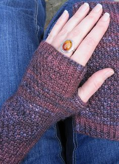 MulledWineMitts2 by crazyknittinglady, via Flickr (and other free patterns)