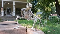 """Make a skeleton scarier by posing it in a """"Maniacal Position"""""""