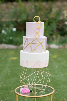 10 a lavender geometric wedding cake with gold patterns and a marbled tier plus a bold geometric cake stand - Weddingomania Geometric Cake, Geometric Wedding, Geometric Shapes, Wedding Cake Designs, Wedding Cakes, Gift Wedding, Wedding Blog, Wedding Decor, Rustic Wedding