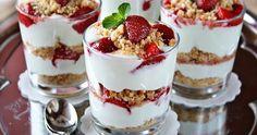Parfait aux fraises Un dessert léger, délicieux et incroyablement simple à réaliser !  INGRÉDIENTS : Une dizaine de biscuits type Petit Beurre ou sablés d...