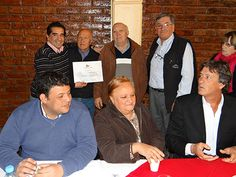 En el centro de jubilados: Bernando Valenzuela, Venecia Rippari y el intendente Alejandro Bermejo