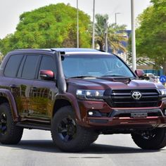 Sahara Motors is the largest New and Car dealer in Uae, trusted exporter in United Arab Emirates, Dubai, UAE with the widest range of cars from manufacturers li Toyota Lc200, Toyota Hiace, Toyota Corolla, Land Cruiser 200, Fj Cruiser, Suv Trucks, Suv Cars, V8 Landcruiser, Toyota Cruiser