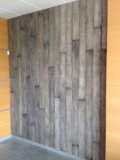 Revestimento parede simulação de soalho em pinho envelhecido com velaturas.