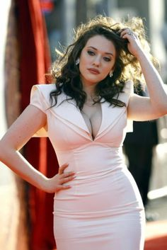 Kat Dennings: Mad girl crush. And also if I ever find a genie I will point to a picture of her and just be like ' I want to look like that!' PLUS she's hilarious. Two Broke Girls = LMAO