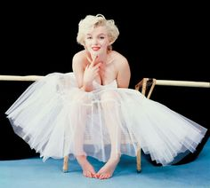 I love Marilyn too much not to do a senior picture like this!