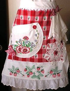 country strawberries linens and lace collage apron Vintage Embroidery, Embroidery Patterns, Sewing Patterns, Apron Patterns, Dress Patterns, Aprons Vintage, Vintage Fabrics, Vintage Linen, Retro Apron