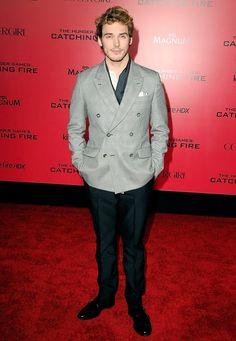 Sam Claflin  #fashion #fashiontrends #redcarpet |celebrity looks| red carpet dresses|red carpet looks| https://www.locket-world.com/