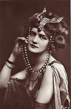 Lily Elsie had a flawless face, true perfection in my estimation. She was one of the most photographed women of le Belle Epoque. She was born Elsie Hodder on April 8, 1886 in Leeds, Yorkshire, England.
