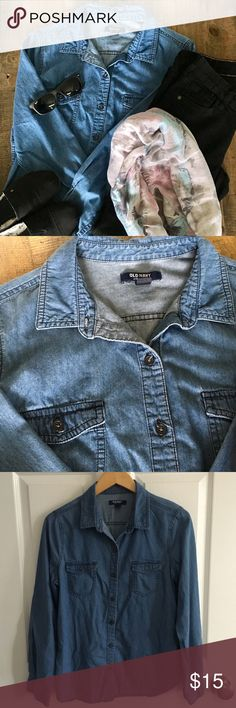 Denim Chambray Button Down Old Navy Denim Chambray Button Down in preloaded condition. This a wardrobe staple that goes with just about anything. Pair with your fave jeans or with a floral dress! Old Navy Tops Button Down Shirts